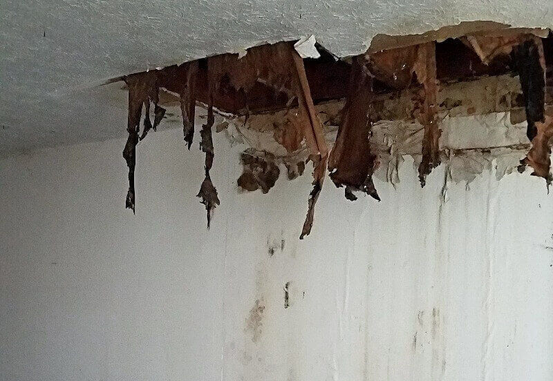 techo de casa con humedad