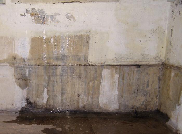 filtracion de agua en la pared