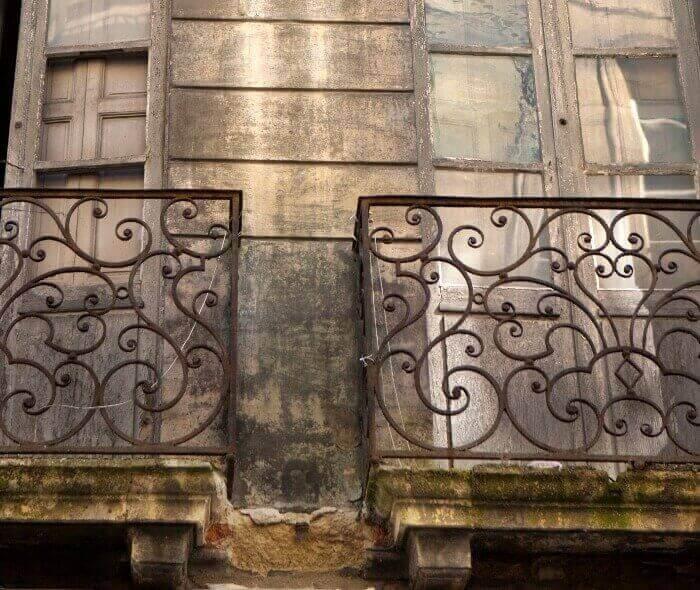 fachada con humedad